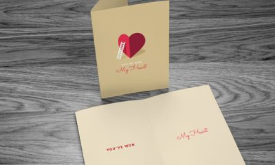 Free-Greeting-Card-Mock-up-with-Wooden-Background