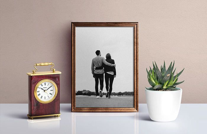 Free-Beautiful-Picture-Frame-Mockup-PSD