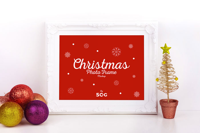 Free-Christmas-Photo-Frame-Mockup